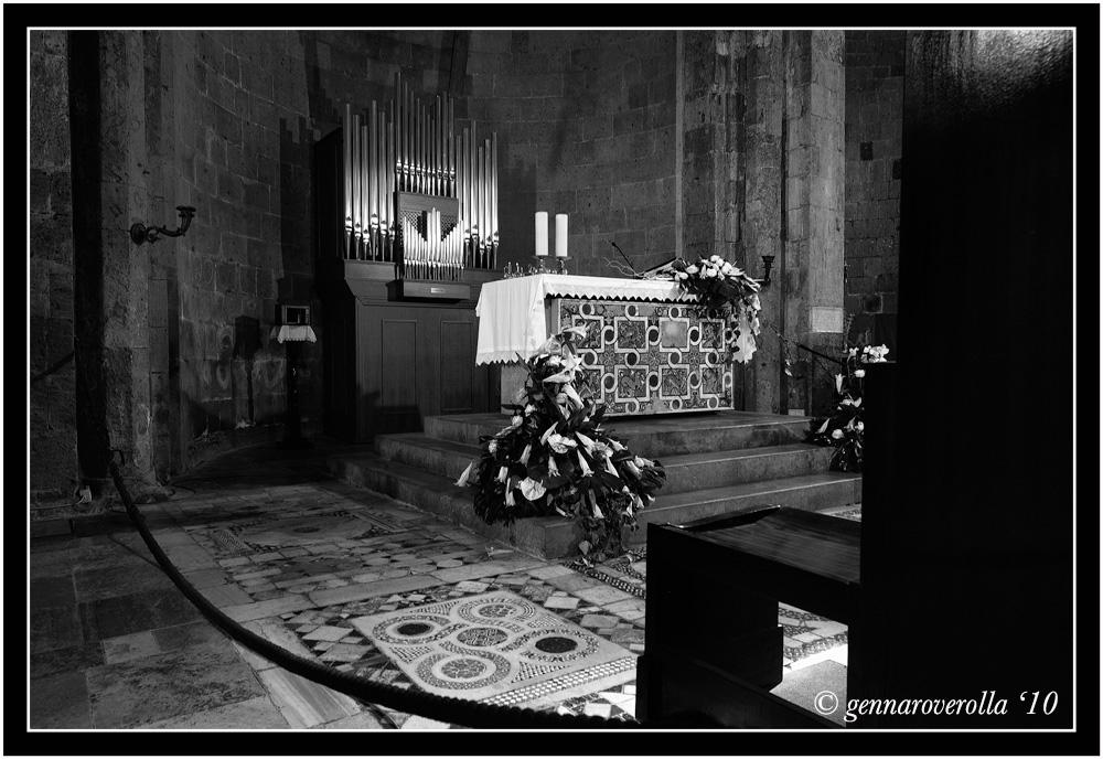 Interno del Duomo di Casertavecchia