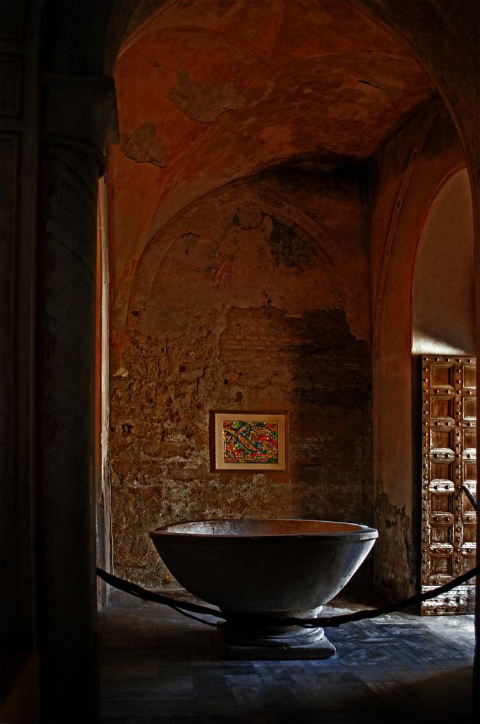 Fonte battesima Duomo di Casertavecchia