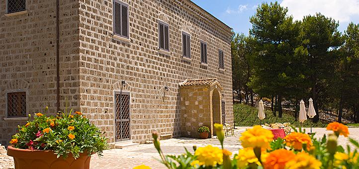 Veduta esterna di Villa Giaquinto Casertavecchia